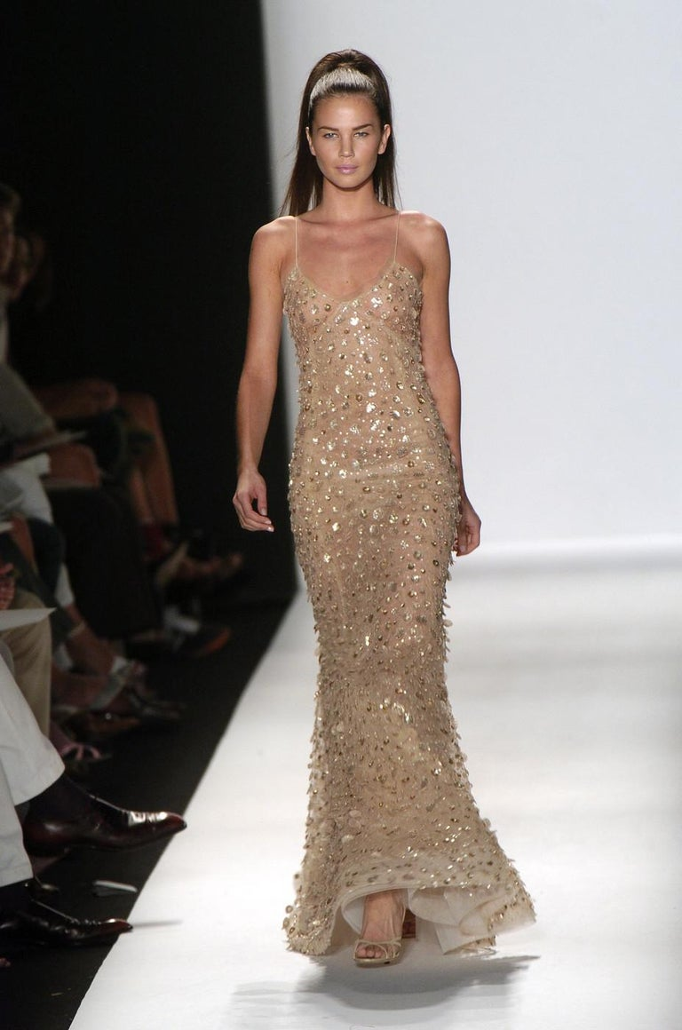 New Oscar de la Renta Nude Sequin Embellished Dress Gown S/S 2006 Runway Collection USA size 6 ( size 8 also available) Same dress was worn by Mischa Barton in the 57th Emmy Awards,  September 2006. Nominated by Vogue magazine as the best Emmy