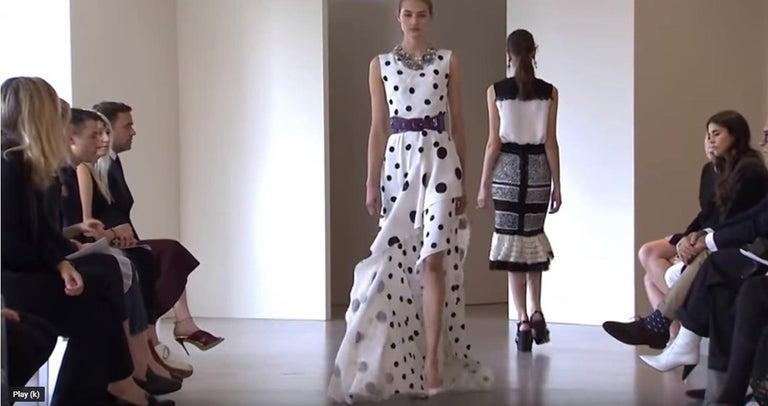 Gray New Oscar De La Renta White Polka Dot Silk Crepe Tiered Skirt Dress Gown size 4 For Sale