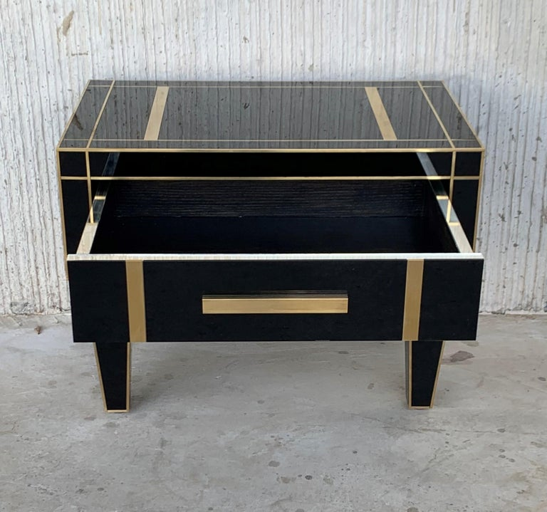 New Pair of Mirrored Low Nightstand in Black Mirror and Chrome with Drawer In Excellent Condition For Sale In Miami, FL