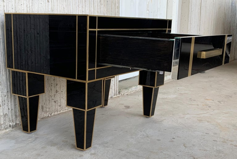 Contemporary New Pair of Mirrored Low Nightstand in Black Mirror and Chrome with Drawer For Sale
