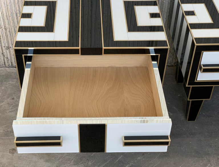 New Pair of Mirrored & Brass Nightstands with One-Drawer in Black & White Glass For Sale 4