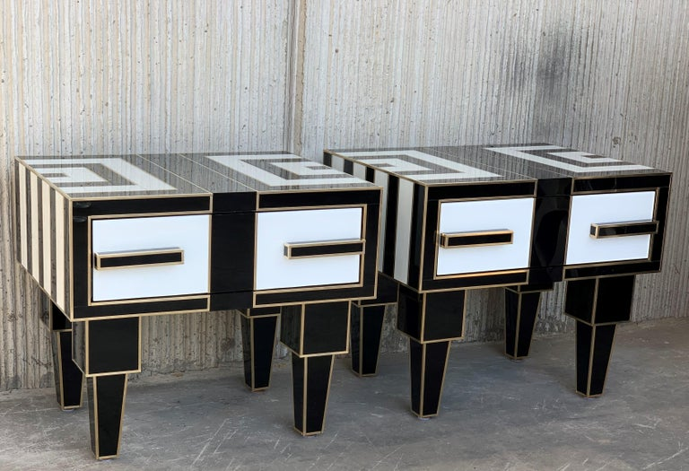 Modern New Pair of Mirrored & Brass Nightstands with One-Drawer in Black & White Glass For Sale
