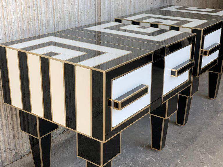 New Pair of Mirrored & Brass Nightstands with One-Drawer in Black & White Glass For Sale 1