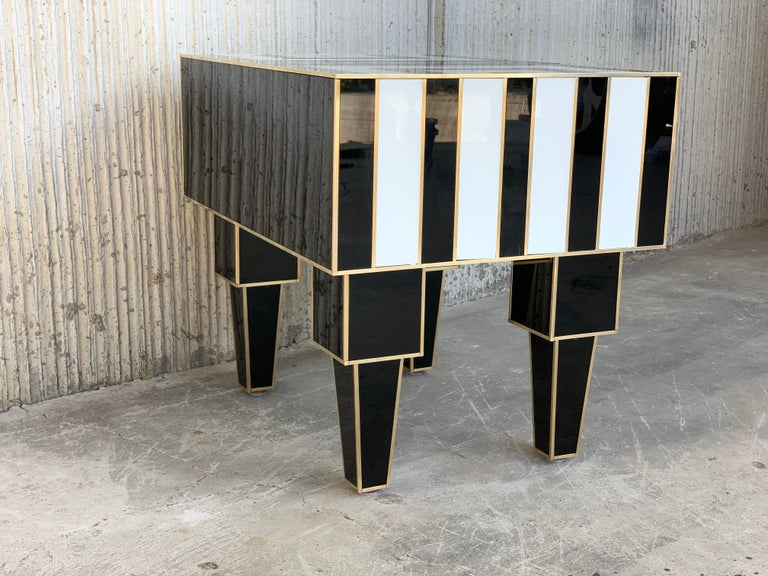 New Pair of Mirrored & Brass Nightstands with One-Drawer in Black & White Glass For Sale 2