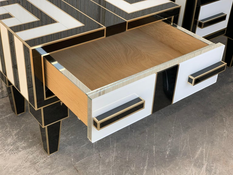 New Pair of Mirrored & Brass Nightstands with One-Drawer in Black & White Glass For Sale 3
