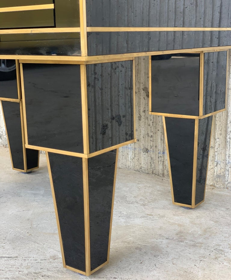 New Pair of Mirrored Low Nightstand in Black Mirror and Chrome with Drawer For Sale 9