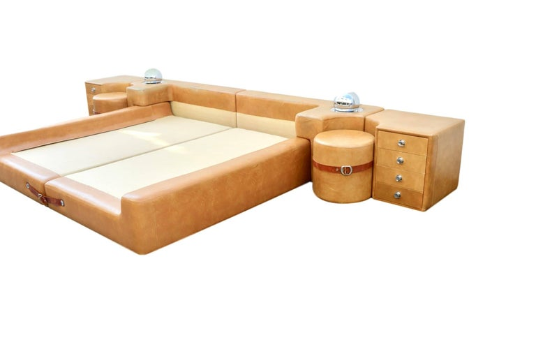New Production Leather King Bed in the Style of Guido Faleschini for Pace For Sale 2