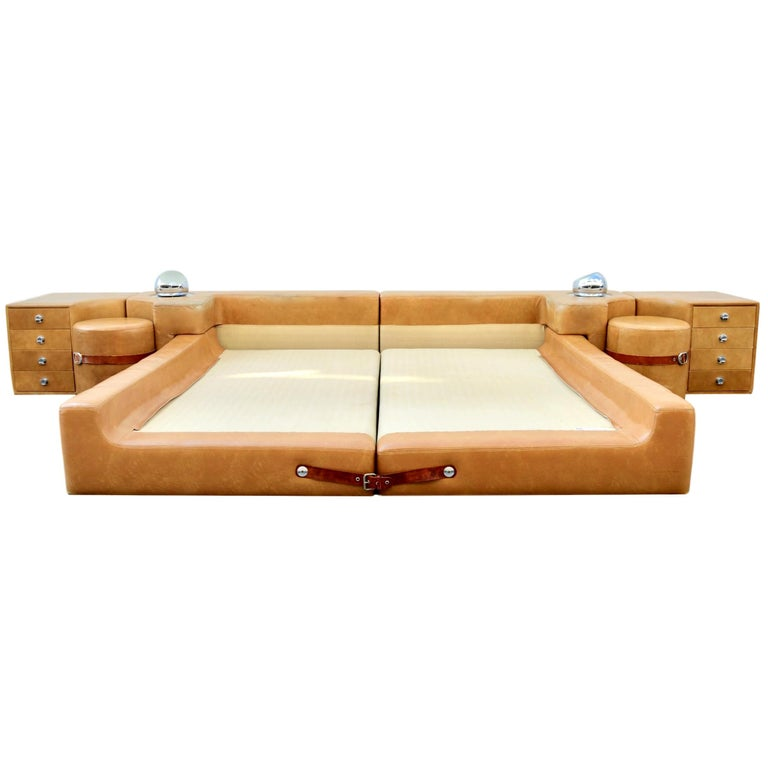 New Production Leather King Bed in the Style of Guido Faleschini for Pace For Sale