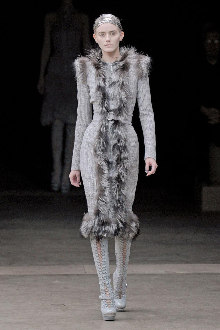 New Rare Alexander McQueen F/W 2011 Fox Fur & Wool Runway Coat Dress IT42  For Sale 9
