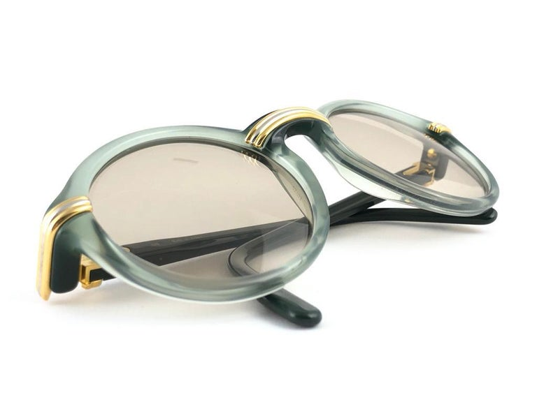 New Rare Cartier Cabriolet Round Jade & Gold 49MM 18K Sunglasses France 1990's For Sale 1