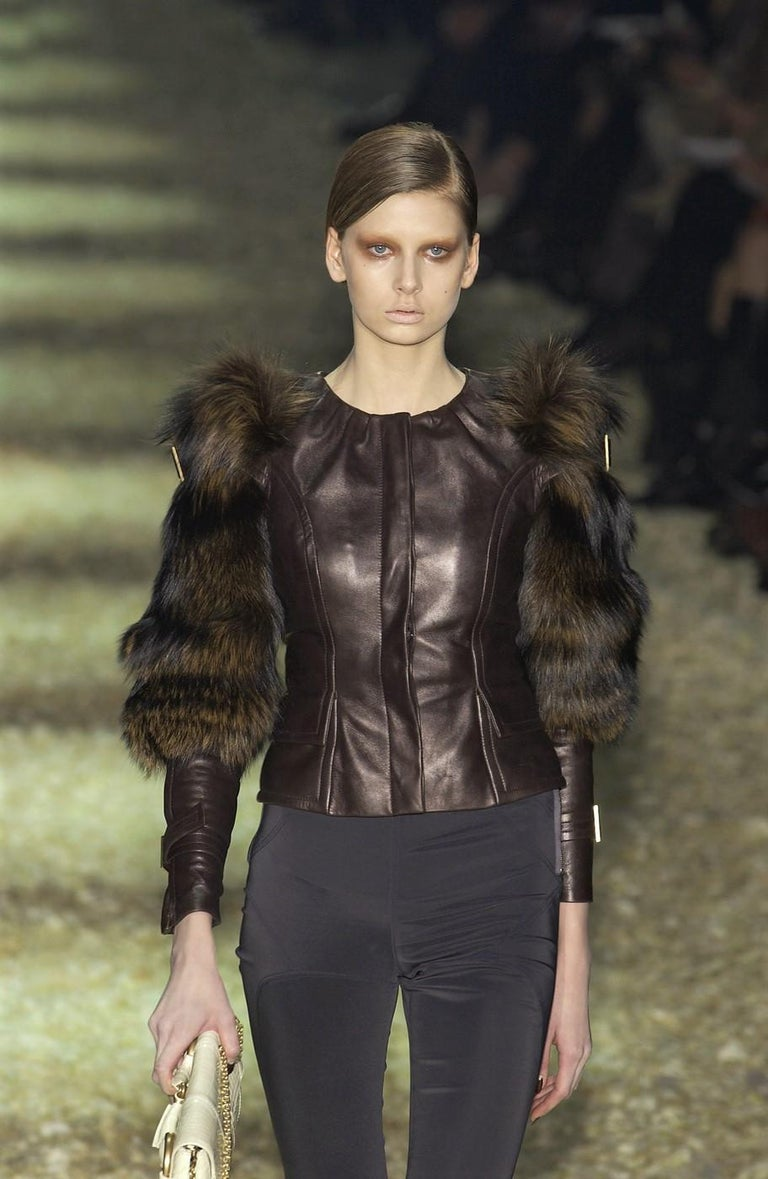 New Rare Tom Ford for Gucci F/W 2003 Fox Fur Runway Ad Jacket Coat Sz 40 $9,650 For Sale 3