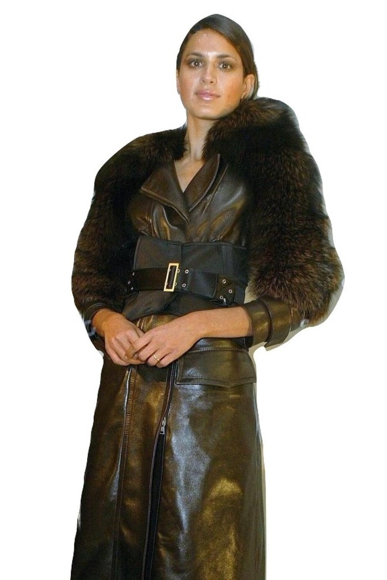 New Rare Tom Ford for Gucci F/W 2003 Fox Fur Runway Ad Jacket Coat Sz 40 $9,650 For Sale 6