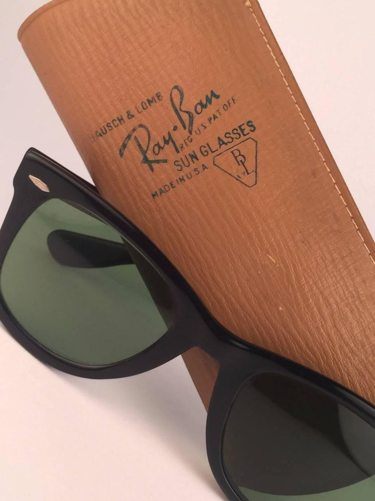 Vintage Ray Ban Wayfarer 1960's Mid Century Black 1ST EDITION B&L USA Sunglasses In New Condition For Sale In Amsterdam, Noord Holland