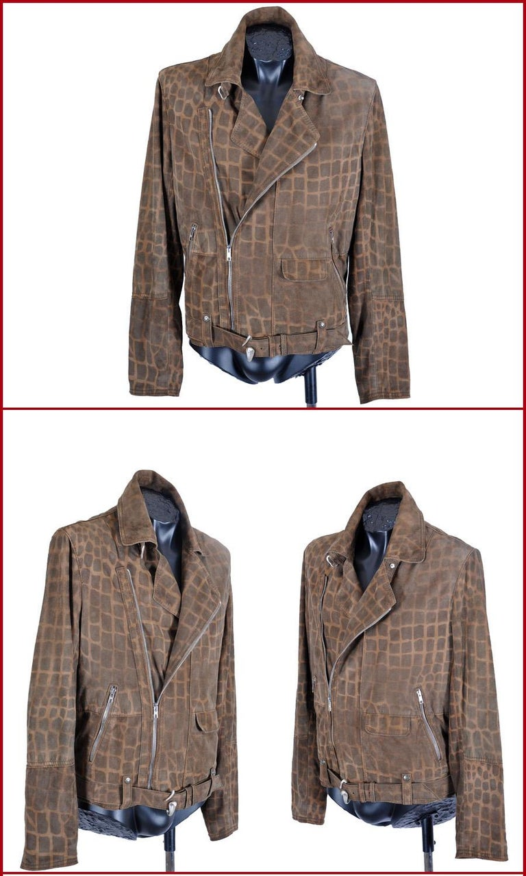 ROBERTO CAVALLI MOTORCYCLE JACKET for MEN  This amazing jacket beautifully blends the tradition of luxury with modern chic. A perfect, modern rendition of a timeless classic. Very comfortable and extremely luxurious!  IT Size 50, US L and IT Size 48