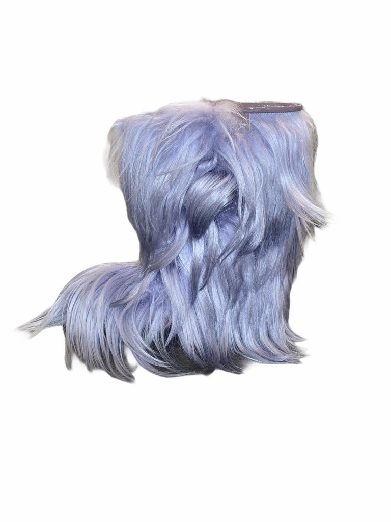 NEW See by CHLOE Moon Snow Winter Yeti Fur Boots In New Condition For Sale In Switzerland, CH