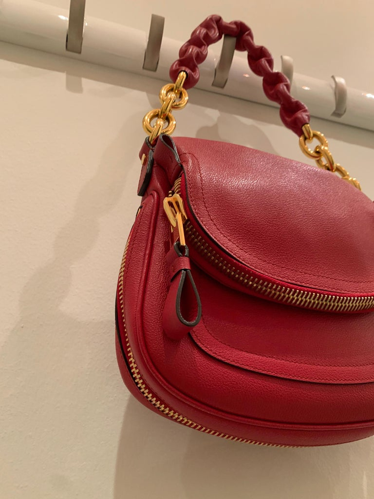 New Tom Ford Crimson Textured Leather Saddlebag-Style Shoulder Bag W/ Gold Chain In New Condition For Sale In San Francisco, CA
