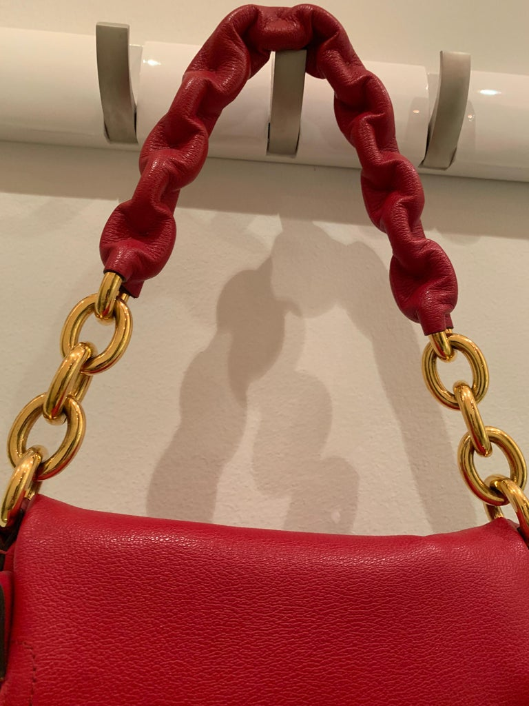 Women's or Men's New Tom Ford Crimson Textured Leather Saddlebag-Style Shoulder Bag W/ Gold Chain For Sale