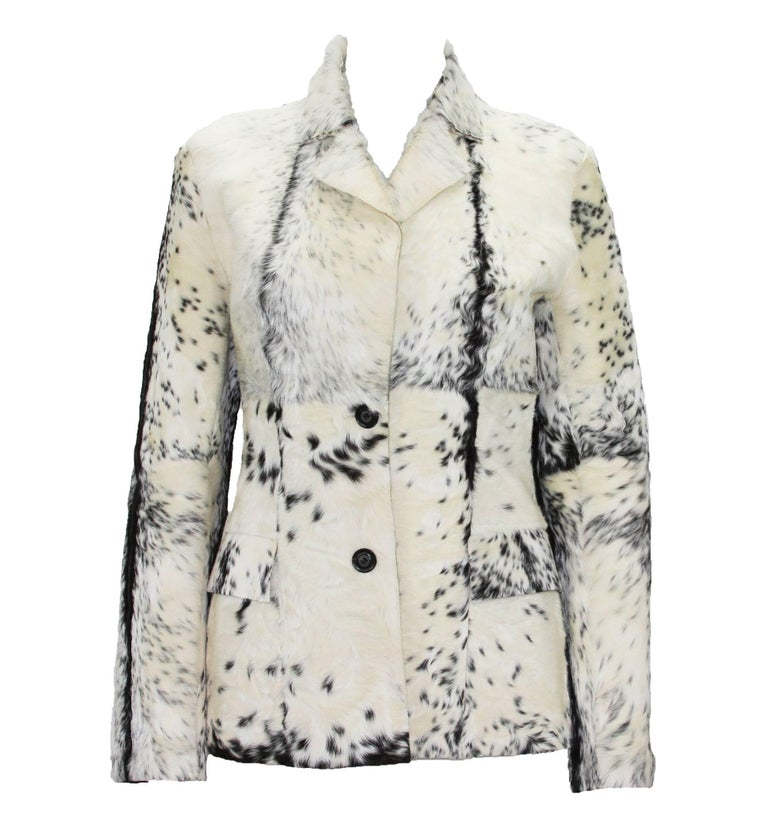 Tom Ford for Gucci Fur Cream Black Fitted Blazer Jacket Italian size 40 F/W 1999 Collection Two Front Deep Pockets, Two Buttons Closure, Unlined, Black Leather Reverse Side. Measurements: Length - 25 inches, Bust - up to 34, Waist - 30, Sleeve -