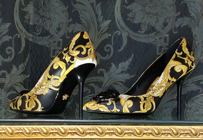 VERSACE Palazzo Medusa emblem black gold Baroque printed leather pointy toe pump  Material: Calfskin smooth leather Color: Black and gold Pattern: Floral baroque Lining material: 100 %Leather Extra Detail: Black Medusa head embellishment at toe