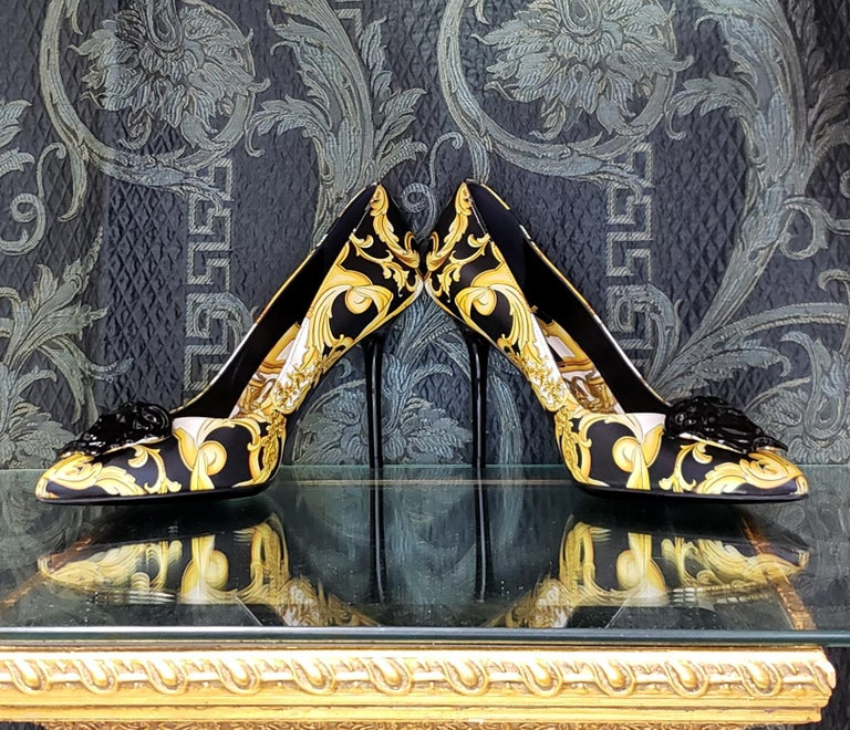 NEW VERSACE BAROQUE LEATHER PUMPS In GOLD and BLACK w/BLACK 3D MEDUSA 37 - 7 In New Condition For Sale In Montgomery, TX