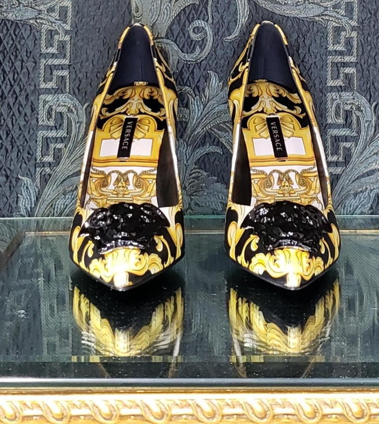 Women's NEW VERSACE BAROQUE LEATHER PUMPS In GOLD and BLACK w/BLACK 3D MEDUSA 37 - 7 For Sale