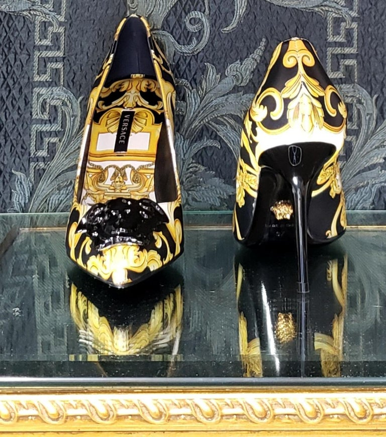 NEW VERSACE BAROQUE LEATHER PUMPS In GOLD and BLACK w/BLACK 3D MEDUSA 37 - 7 For Sale 1