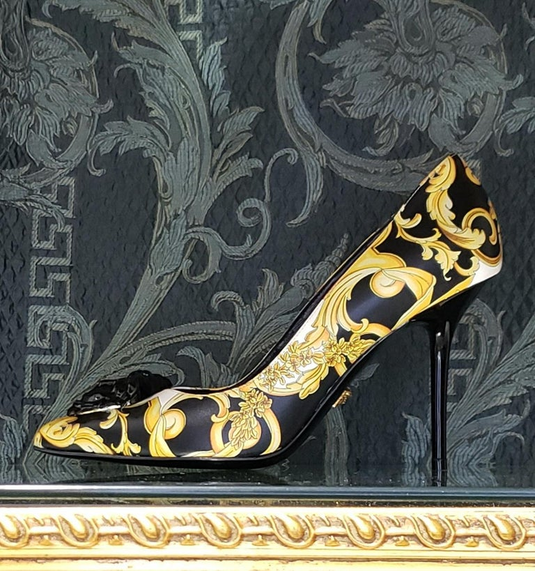 NEW VERSACE BAROQUE LEATHER PUMPS In GOLD and BLACK w/BLACK 3D MEDUSA 37 - 7 For Sale 2