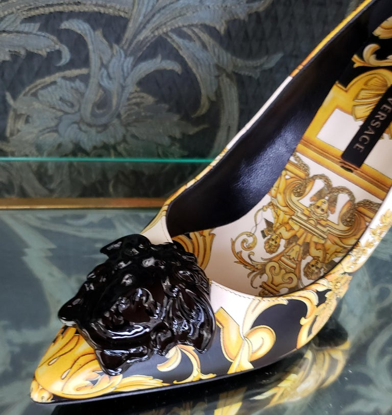NEW VERSACE BAROQUE LEATHER PUMPS In GOLD and BLACK w/BLACK 3D MEDUSA 37 - 7 For Sale 3