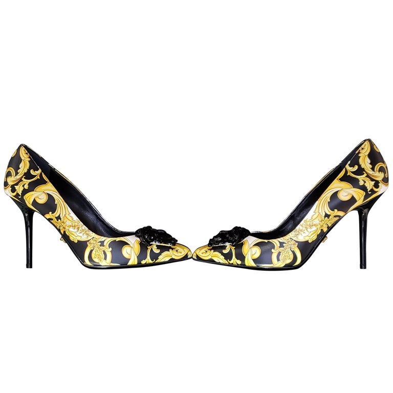 NEW VERSACE BAROQUE LEATHER PUMPS In GOLD and BLACK w/BLACK 3D MEDUSA 37 - 7 For Sale