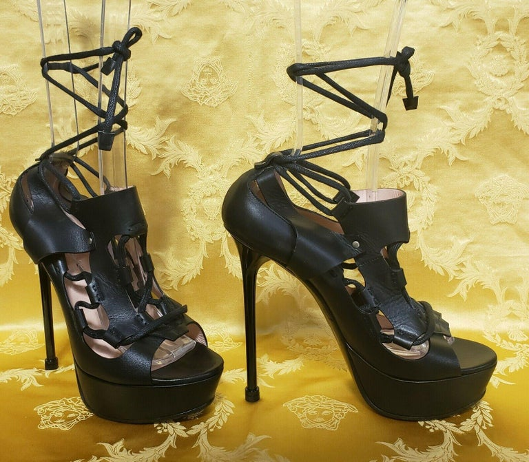 NEW VERSACE BLACK LACE UP LEATHER PLATFORM SANDALS Size 40 - 10 In New Condition For Sale In Montgomery, TX
