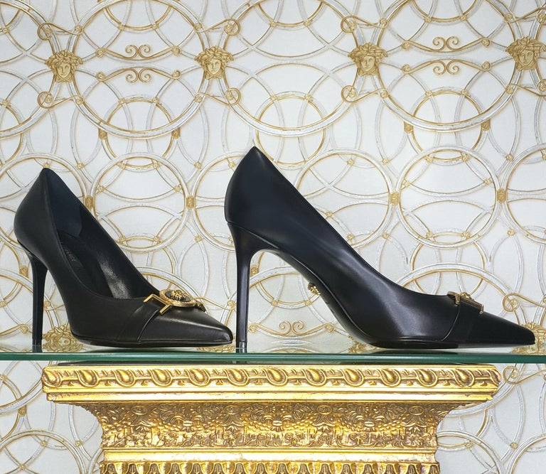 NEW VERSACE BLACK LEATHER PUMP SHOES with GOLD MEDUSA BUCKLE 38.5, 39, 40 For Sale 1