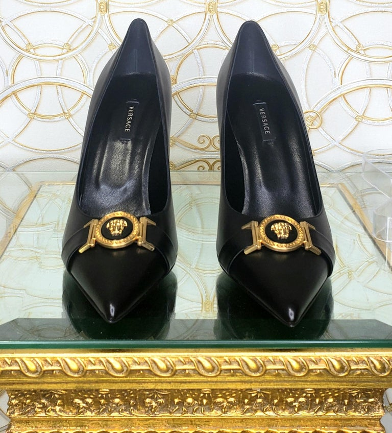 NEW VERSACE BLACK LEATHER PUMP SHOES with GOLD MEDUSA BUCKLE 38.5, 39, 40 For Sale 3