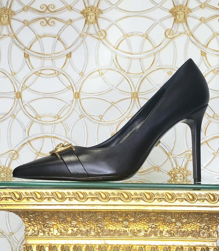 NEW VERSACE BLACK LEATHER PUMP SHOES with GOLD MEDUSA BUCKLE 38.5, 39, 40 For Sale 4