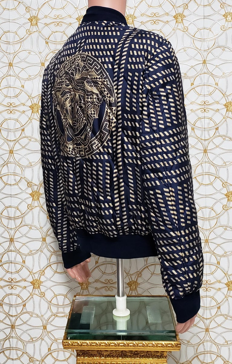 NEW VERSACE BLUE GOLD MEDUSA PRINT QUILTED 100% SILK JACKET for MEN For Sale 1