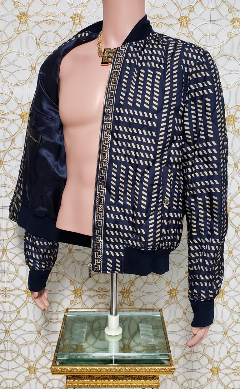 NEW VERSACE BLUE GOLD MEDUSA PRINT QUILTED 100% SILK JACKET for MEN For Sale 3