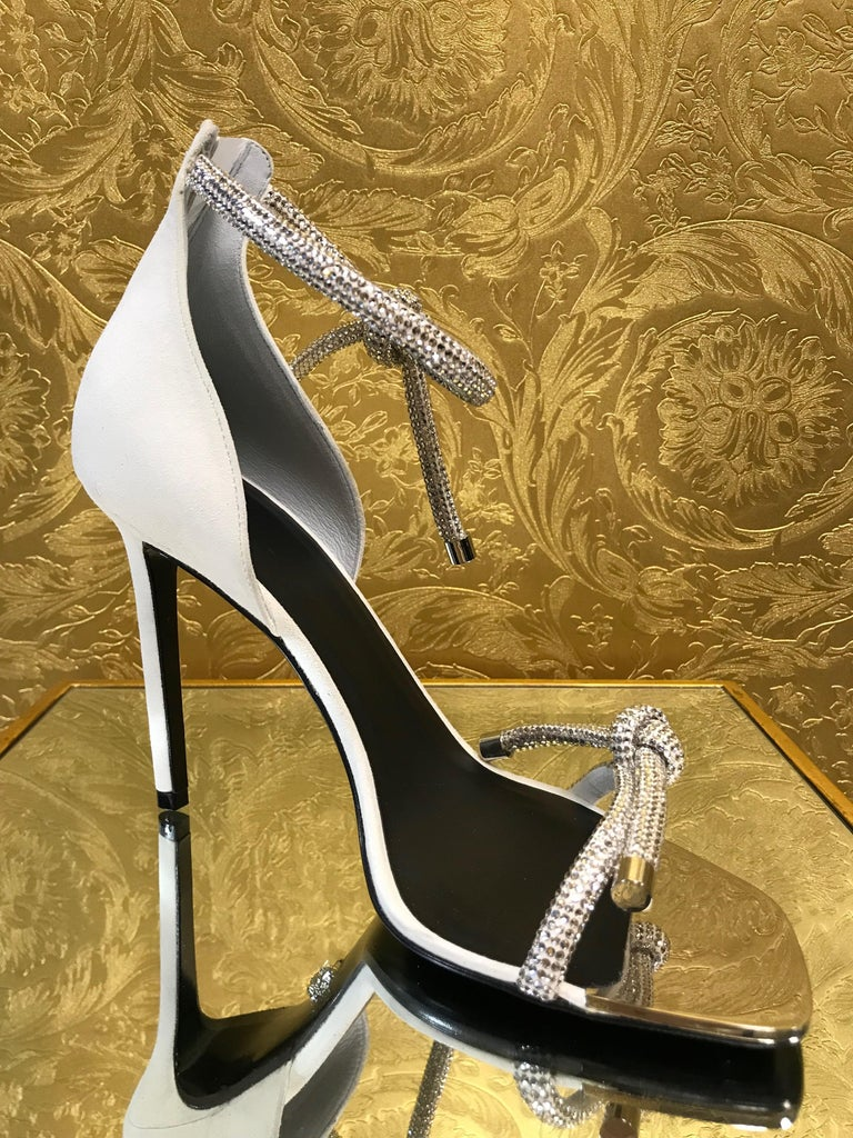 White NEW VERSACE CRYSTAL EMBELLISHED WHITE SANDALS from ATELIER RUNWAY SHOW   Size 39 For Sale