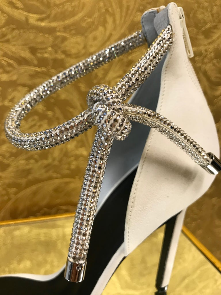 Women's NEW VERSACE CRYSTAL EMBELLISHED WHITE SANDALS from ATELIER RUNWAY SHOW   Size 39 For Sale
