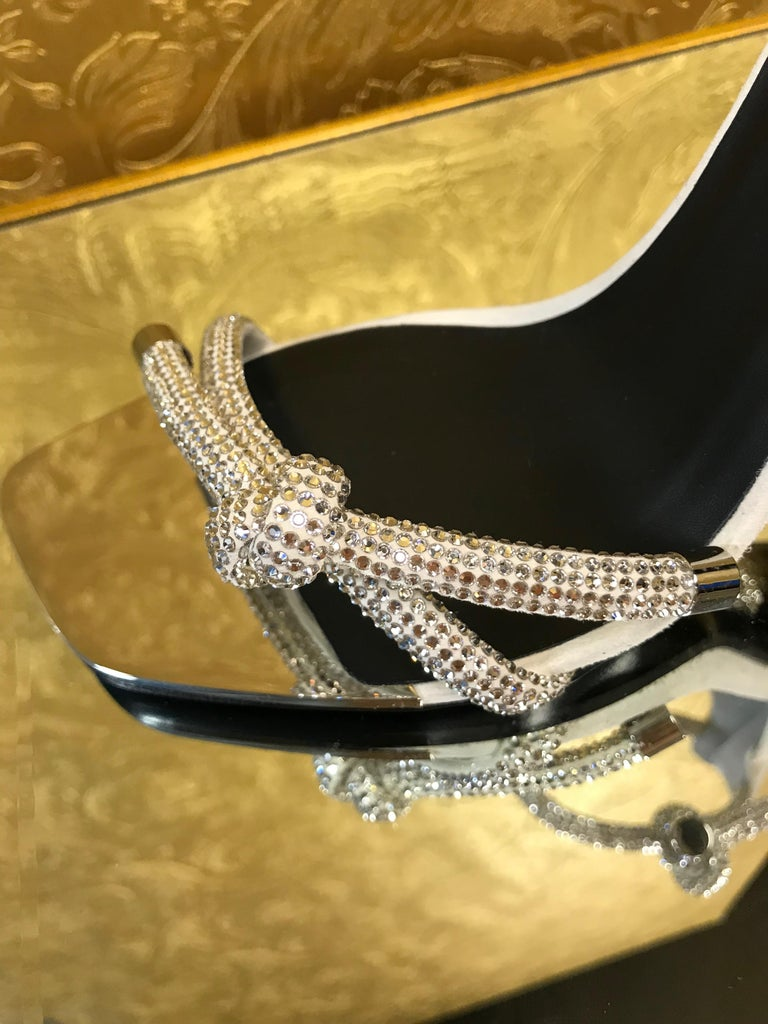 NEW VERSACE CRYSTAL EMBELLISHED WHITE SANDALS from ATELIER RUNWAY SHOW   Size 39 For Sale 1