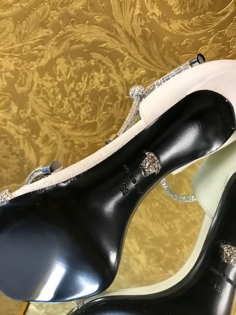 NEW VERSACE CRYSTAL EMBELLISHED WHITE SANDALS from ATELIER RUNWAY SHOW   Size 39 For Sale 2