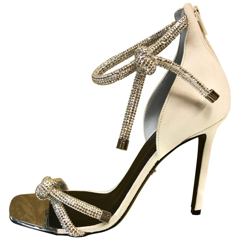 NEW VERSACE CRYSTAL EMBELLISHED WHITE SANDALS from ATELIER RUNWAY SHOW   Size 39 For Sale