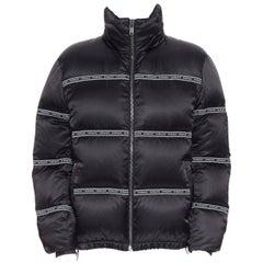 new VERSACE Nastro Stampa black logo ribbon goose down padded jacket IT50 L
