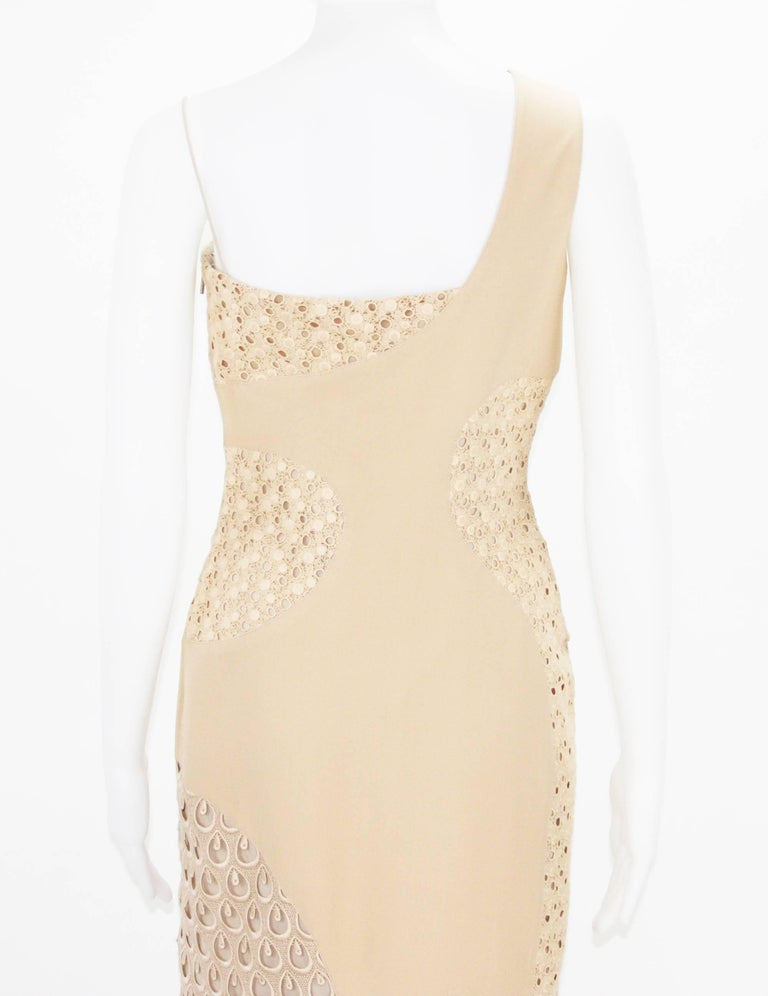 New Versace Nude Crocheted Cotton and Silk-Cady One-Shoulder Dress 40 For Sale 3