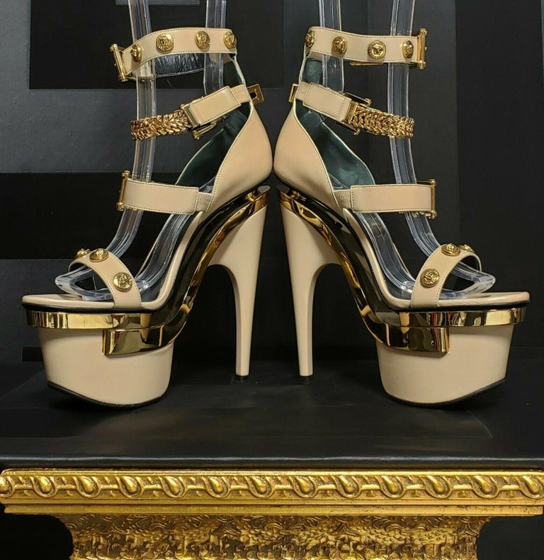 NEW VERSACE NUDE LEATHER TRIPLE PLATFORM SANDALS Size 38 In New Condition For Sale In Montgomery, TX