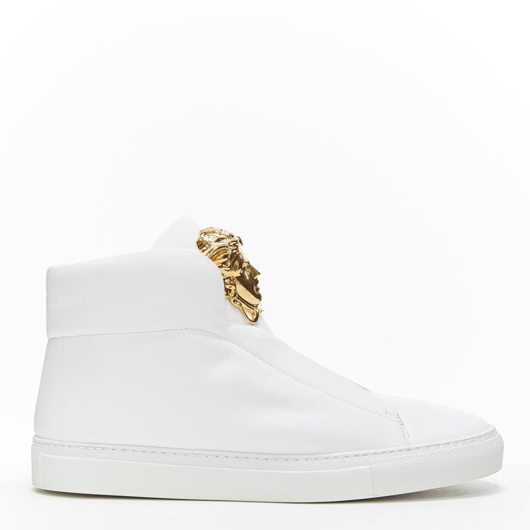 new VERSACE Palazzo gold Medusa white calfskin leather high top sneaker EU40 Brand: Versace Designer: Donatella Versace Model Name / Style: Palazzo high top Material: Leather; calfskin leather Color: White; gold Medusa Pattern: Solid Closure: