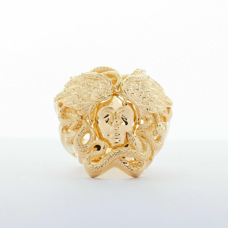 new VERSACE Palazzo Medusa snake head gold plated large cocktail ring 8.75 In Good Condition For Sale In Hong Kong, NT