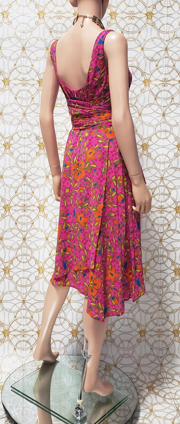 NEW VERSACE PINK FLORAL PRINT SILK Dress 44 - 10 For Sale 1