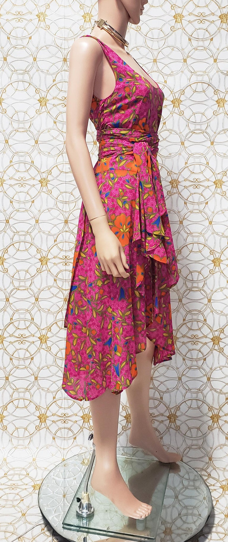 NEW VERSACE PINK FLORAL PRINT SILK Dress 44 - 10 For Sale 2