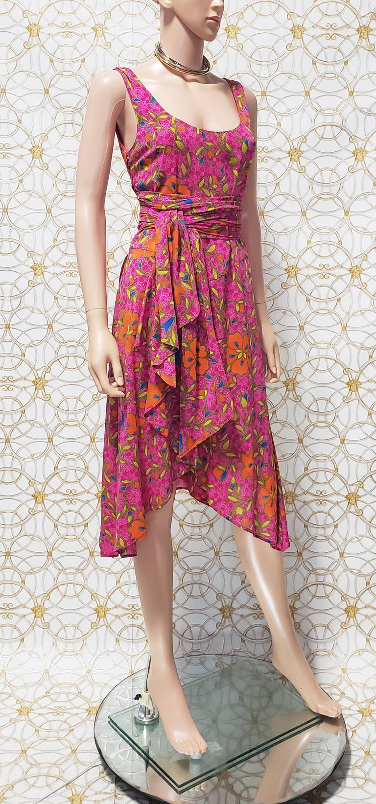 NEW VERSACE PINK FLORAL PRINT SILK Dress 44 - 10 For Sale 3