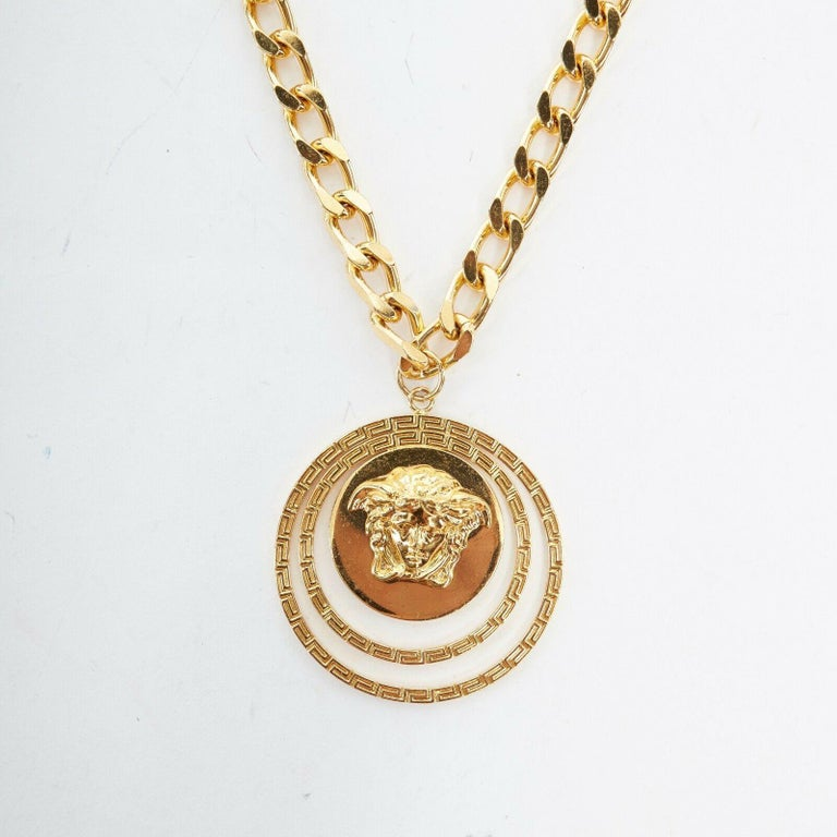 new VERSACE polished gold Medusa medallion triple halo chunky chain necklace In Good Condition For Sale In Hong Kong, NT