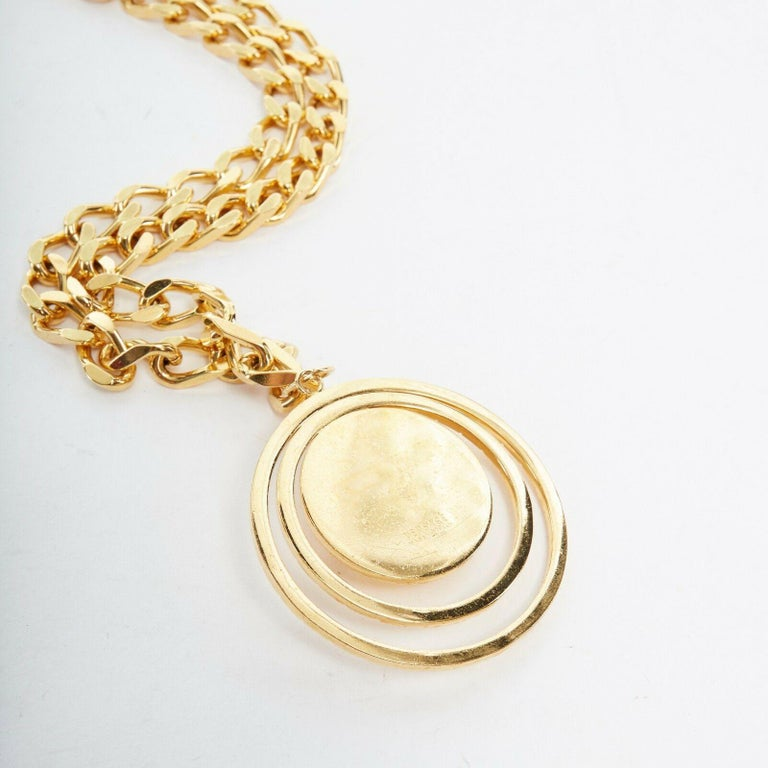 new VERSACE polished gold Medusa medallion triple halo chunky chain necklace For Sale 1